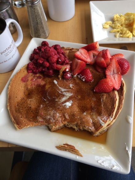 Step-back week must have: absurdly huge pancakes. To those of you who choose smoothies after long runs, I'm sorry.
